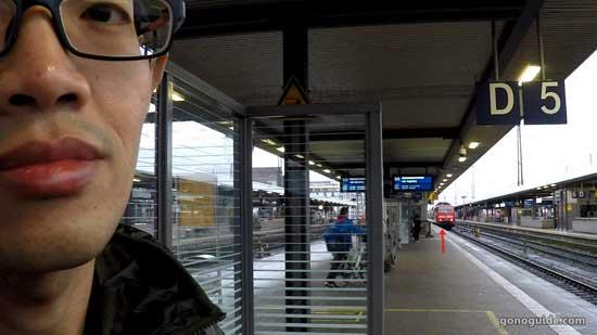 รอรถไฟไป Regensburg