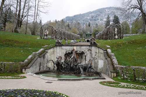น้ำพุ Linderhof palace