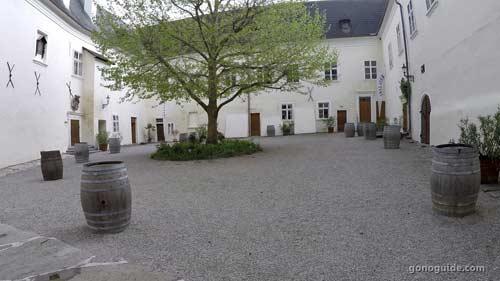 โรงผลิตไวน์ Spitz