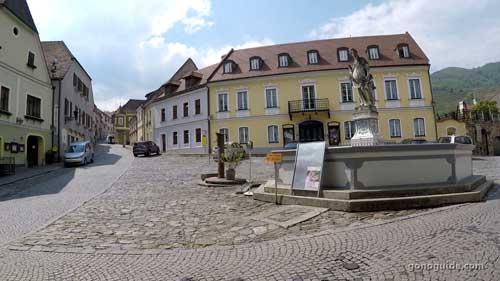 Spitz plaza