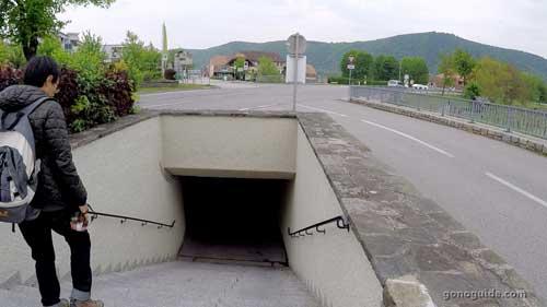 อุโมงลอดใต้ถนน ที่ Duernstein