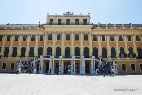 Grand tour Schoenbrunn palace