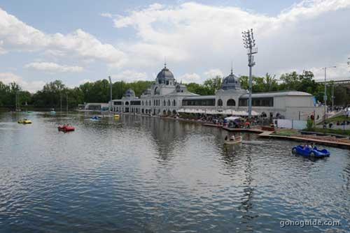 City Park Ice Rink (Városligeti Műjégpálya és Csónakázótó)